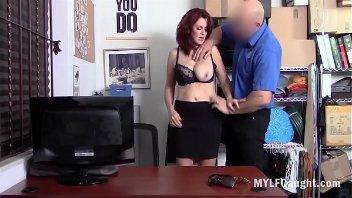 Xnxxx policial estuprando secretária ruiva
