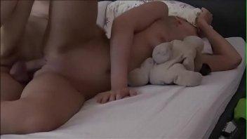 Samba Porn estuprando enteada dormindo