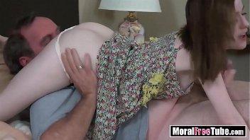 PornTube Pai abusando da filha magrinha