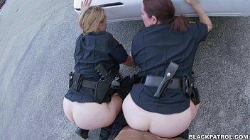Gostosas da academia de policia trasando no pátio da delegacia