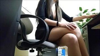 Secretária filma escondido o sexo com o patrão