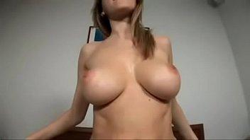 Sexo caseiro com peitudinha assanhada