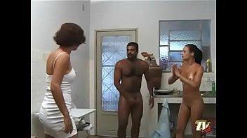Esposa pega marido comendo a empregada gostosa