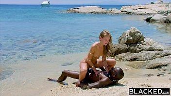 Lobo porno correu atras da loirinha na praia e estuprou ela