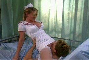 Filme Porno Nina Ferrari – Enfermeira Sexy