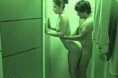 Irmão comendo a irmã no banheiro em sexo explícito caseiro