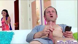 Porno samba filha flagra pai na punheta fica excitada e transa com ele