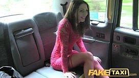 Novinha quente de vestido vermelho e meias