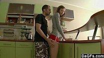 Sexo na cozinha irmão comendo cuzinho da irmã novinha
