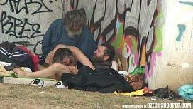 Mendigos fazendo sexo em público