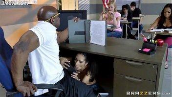 Brasiltudoliberado aluna mamando professor na sala de aula