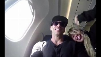 Xvdios brasileirinha pagando boquete no avião