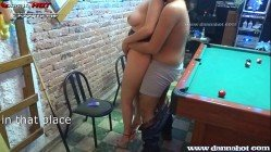 Xvdos casal enlouquece e faz sexo em público num bar