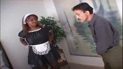 Empregada negra peituda transando com seu patrão