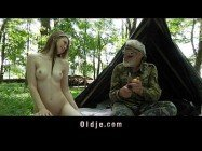 Porno grátis vovô e neta novinha acampam juntos e acabam metendo gostoso