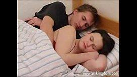 Porno incesto entre primos dormindo e transando