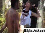Garotinha sendo estuprada pelo sacana no meio do mato