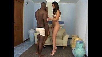 Brasileirinha Nayara Petry em filme porno na casa das meninas safadas