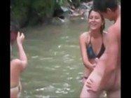 Biscates novinhas fazendo putaria com os moleques na cachoeira