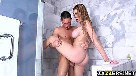 Rabuda fodendo no banheiro