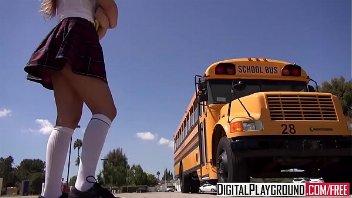 Novinhas fudendo dentro do onibus escolar no caminho pra escola