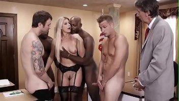 Porno carnaval morena gostosa se divertindo com os machos