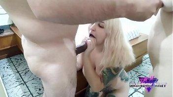 Porno mulheres safadas se envolvendo com este sortudo comedor