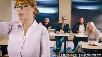 Porno gratis.com ruiva branquinha transando dentro da sala de aula
