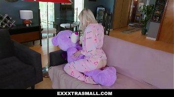 Baixar video de sexo loira ninfeta fazendo sexo quente com o garotão tarado