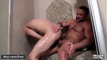 Porno gay do safado fodendo com parceiro no banho