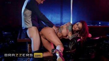 Miss bumbum porno pegando na vara e transando gostoso