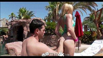 Videos de sexo x videos comendo a loira na beira da piscina
