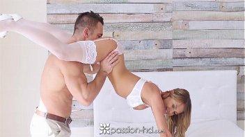 Pono video loira novinha transando de lingerie branco