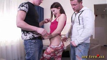 Xhamster novinha encarando a dupla penetração anal
