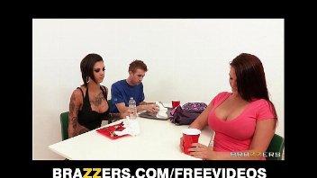 Video de sexo com a professora gostosa fodendo com o aluno dentro da sala de aula