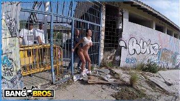 Franceska Jaimes dando o cu no meio da rua foda anal em público
