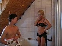 Nadja Summer atriz porno gostosa fodendo no banheiro
