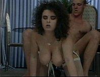 Effie Balconi fodendo e gozando em cena porno perfeita