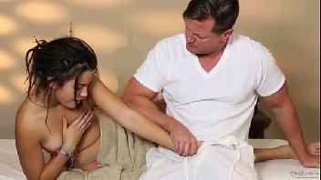 3movs massagista comendo a ninfeta cliente