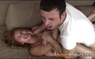 Abusou da novinha virgem no sexo de estupro