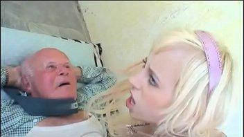 Novinha faz velho feliz no porno gostoso
