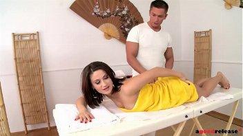 Bom de massagem dotado faz européia gozar no carinho de pica