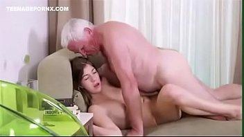 Sex video neta safadinha metendo com avô