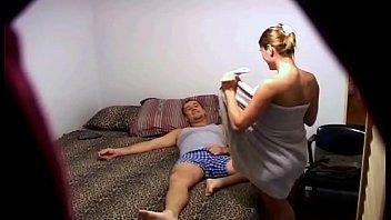 Esposa flagra marido comendo a irmã dela