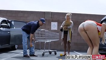 Casado comendo a atendente do supermercado