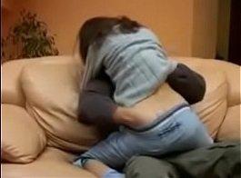 Tufos irmão traçando o cuzinho da irmã no sofá