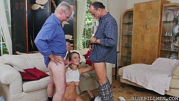 Prostituta fazendo a alegria dos velhos casados