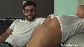 August Ames fazendo sexo escondido com o irmão dotado
